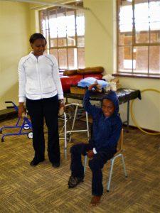 Fysiotherapie voor kinderen in Afrika